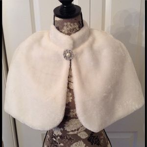 Other - Gorgeous White Fur Cape